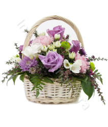 cesto-di-fiori-misti-dai-toni-pastello