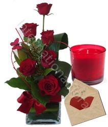 composizione-di-sei-rose-con-bigliettino-e-candela